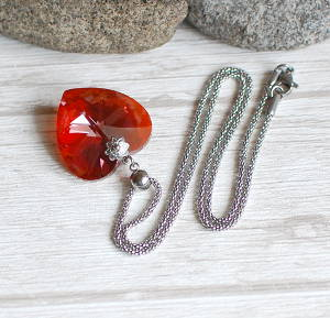 Necklace Diamond Heart Red Magma
