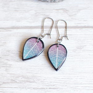 Double Sided Earrings Leaf violet / black