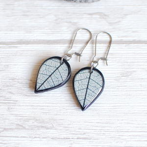 Double Sided Earrings Leaf white / black