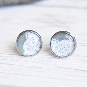 Stud earrings Lace 3 white on gray background