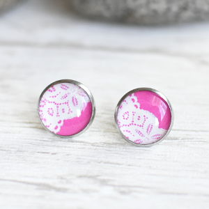 Stud earrings Lace 3 white on pink background