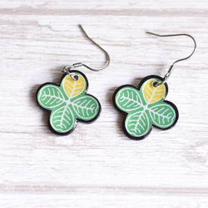 Earrings Clovers medium green with yellow leave